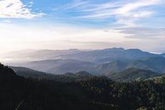 Naturaleza de los Mountain View del cielo y fotos de archivo libres de regalías