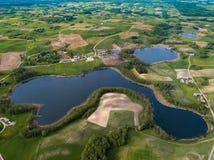 Naturaleza desde arriba de - bosques y lagos fotografía de archivo