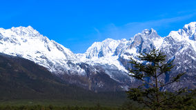 Naturaleza hermosa de Jade Dragon Snow Mountain Foto de archivo