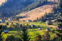 Naturaleza hermosa de las montañas y de la colina en verano Foto de archivo