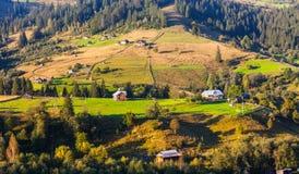 Naturaleza hermosa de las montañas y de la colina en verano Imágenes de archivo libres de regalías