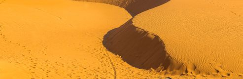 Naturaleza hermosa de los paisajes de las dunas de arena del desierto ecológica Fotos de archivo
