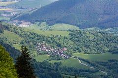 Naturaleza a lo largo de la manera de ciclo de Malino Brdo a Revuce en Slova Imagen de archivo libre de regalías