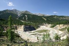 Naturaleza salvaje. Montañas de Sayan, Siberia, Russia.Taiga. Imagen de archivo