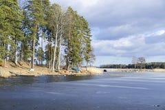 Naturaleza y paisaje escandinavos suecos en la primavera Foto de archivo libre de regalías