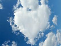 Naturalmente nuvem dada forma coração imagens de stock royalty free