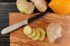 Naturalna grypa i zimny remedium - pomarańcze i cytryny owoc, świeży ging obrazy royalty free