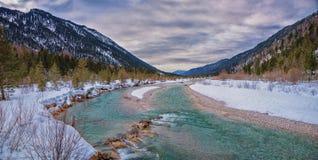 Naturalna miejsca Isar rzeka, śnieg zakrywał krajobrazowego bavaria Obrazy Stock