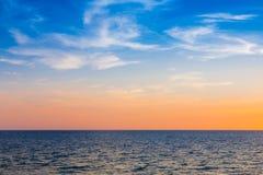 Naturalna seacoast linia horyzontu po zmierzchu Fotografia Stock