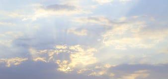Naturalne chmury w niebie obrazy royalty free