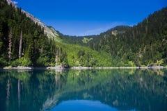 naturalnego krajobrazu Panorama widok jeziorny Mały Ritsa Fotografia Stock