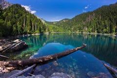 naturalnego krajobrazu Panorama widok jeziorny Mały Ritsa Zdjęcie Stock
