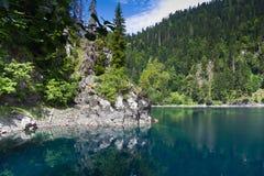 naturalnego krajobrazu Widok jeziorny Mały Ritsa Fotografia Royalty Free