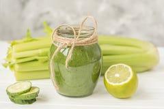 Naturalni napojów smoothies od zielonych warzyw świeżość w lata m lecie Obraz Royalty Free