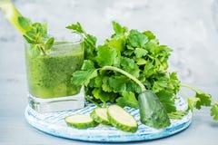 Naturalni napojów smoothies od zielonych warzyw Obraz Stock