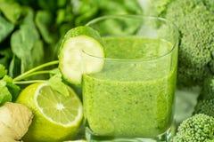 Naturalni napojów smoothies od zielonych warzyw Zdjęcie Stock