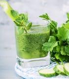 Naturalni napojów smoothies od zielonych warzyw Obrazy Stock