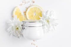 Naturalni organicznie kosmetyki dla dziecka na białego tła odgórnym widoku Obraz Royalty Free