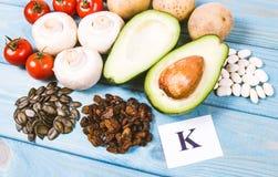 Naturalni produkty bogaci w potasie K pojęcia zdrowe jedzenie Fotografia Stock