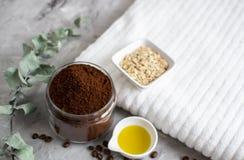 Naturalni składniki dla Domowej roboty ciała Czekoladowego Kawowego Oatmeal pętaczki oleju piękna zdroju Cukrowego pojęcia fotografia stock