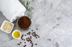 Naturalni składniki dla Domowej roboty ciała Czekoladowego Kawowego Oatmeal pętaczki oleju piękna zdroju Cukrowego pojęcia zdjęcia stock