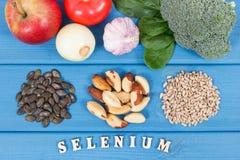 Naturalni składniki jako źródło selen, witaminy, kopaliny i żywienioniowy włókno, zdjęcia stock