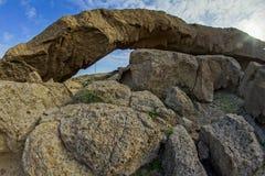 Naturalny łuk w pustyni Obrazy Stock