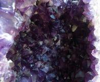 Naturalny ametyst, purpurowy kryształu kamień, kopalina Zdjęcia Stock