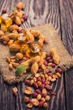 Naturalny arachid z olejem w szkle Zdjęcie Royalty Free