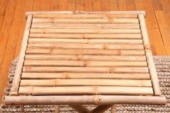 Naturalny bambusowy falcowanie stół obraz stock