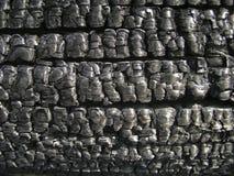 Naturalny drewniany węgiel drzewny Odizolowywający na bielu, twarde drzewo węgiel drzewny Szczegóły na powierzchni węgiel drzewny Obrazy Stock