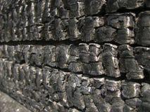 Naturalny drewniany węgiel drzewny Odizolowywający na bielu, twarde drzewo węgiel drzewny Szczegóły na powierzchni węgiel drzewny Zdjęcie Stock