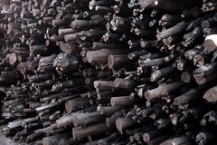 Naturalny drewniany węgiel drzewny, tradycyjny węgiel drzewny lub ciężki drewniany charcoa, Zdjęcie Royalty Free