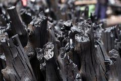 Naturalny drewniany węgiel drzewny, tradycyjny węgiel drzewny lub ciężki drewniany charcoa, Zdjęcia Stock