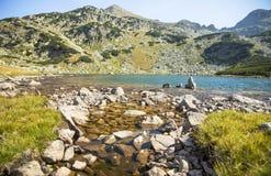 Naturalny halny jeziorny sceneria krajobraz, Retezat góry, Roma Zdjęcie Stock
