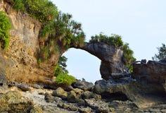 Naturalny Howrah korala most z wzgórzem i Greenery, Laxmanpur plaża, Neil wyspa, Andaman, India zdjęcie stock