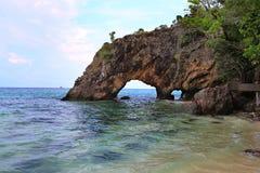 Naturalny kamienia łuk, Khai wyspa, Satun, Tajlandia Obraz Royalty Free