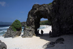 Naturalny kamienia łuk rzeźbił wiatrem i wodą Zdjęcia Royalty Free