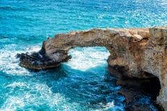 Naturalny kamienia łuk w Agia Napa, Cypr Fotografia Royalty Free
