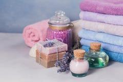 Naturalny kosmetyka olej, śmietanka, morze sól i naturalny handmade mydło, Zdjęcie Stock