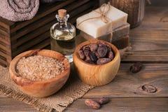 Naturalny kosmetyka olej, morze sól i naturalny handmade mydło z co, Zdjęcia Royalty Free