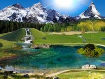 Naturalny krajobraz średniogórza z zielonymi polami, jeziora Zdjęcie Royalty Free