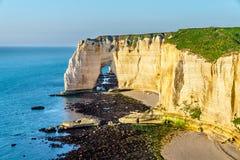 Naturalny kreda łuk przy Etretat, Francja obrazy royalty free