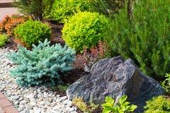 Naturalny kształtować teren w domu ogródzie Zdjęcia Royalty Free