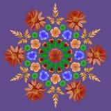 Naturalny mandala od wysuszonych naciskających kwiatów, płatków i liści, Fotografia Royalty Free