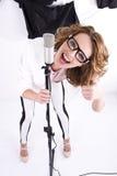 Naturalny przyglądający młody żeński wystrzału piosenkarz Fotografia Royalty Free