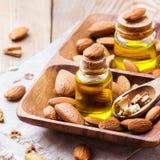 Naturalny słodkiego migdału istotny olej dla piękna i zdroju Fotografia Royalty Free