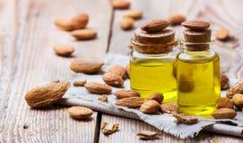 Naturalny słodkiego migdału istotny olej dla piękna i zdroju Fotografia Stock