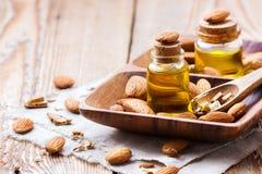 Naturalny słodkiego migdału istotny olej dla piękna i zdroju Zdjęcia Royalty Free
