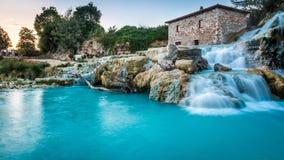 Naturalny zdrój z siklawami w Tuscany obrazy royalty free